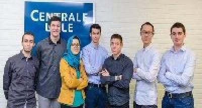 مهندسون طلبة  مغاربة وأجانب يعملون على مشروع لتحلية مياه العالم