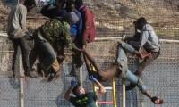 مئات المهاجرين الأفارقة يقتحمون سياج مدينة مليلية المحتلة (+ فيديو)